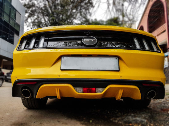 back view of ford mustang