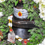 shiva lingam and saibaba idol