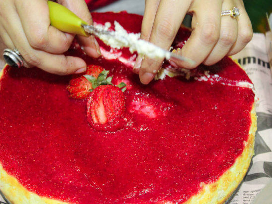 egg less cake with stawberry top