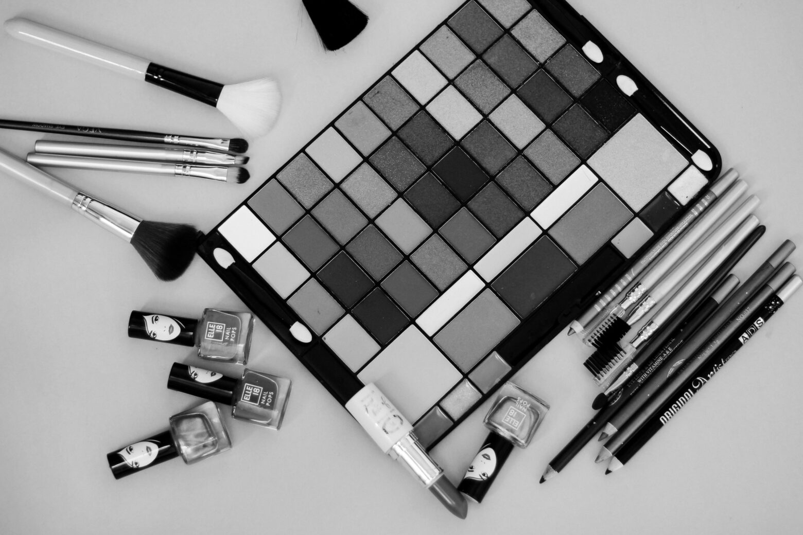 Black and White Make Up Kit Image